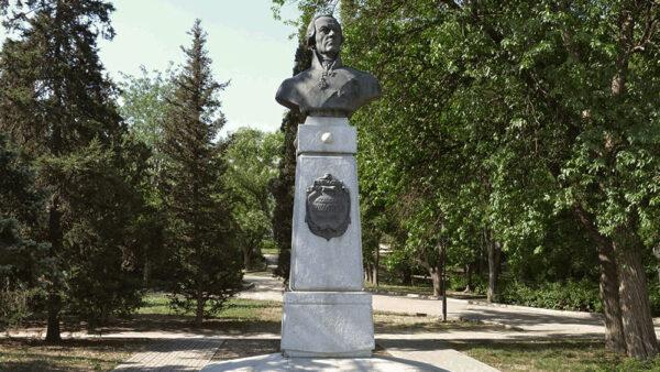 Памятник адмиралу Ф.Ф. Ушакову в г. Севастополь. Скульптор С.А. Чиж.